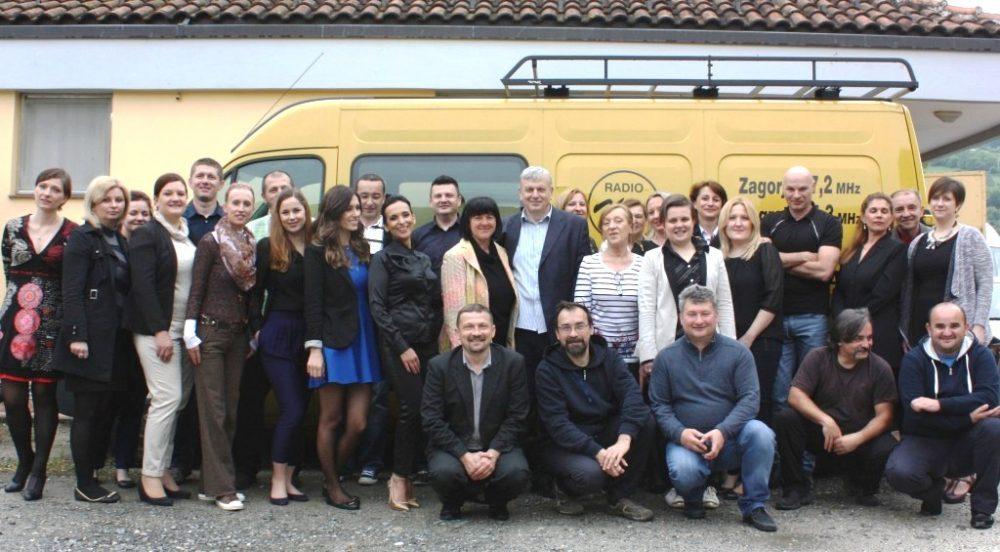 Ekipa Radija Kaj snimljena na dvadesetu godišnjicu postojanja i rada