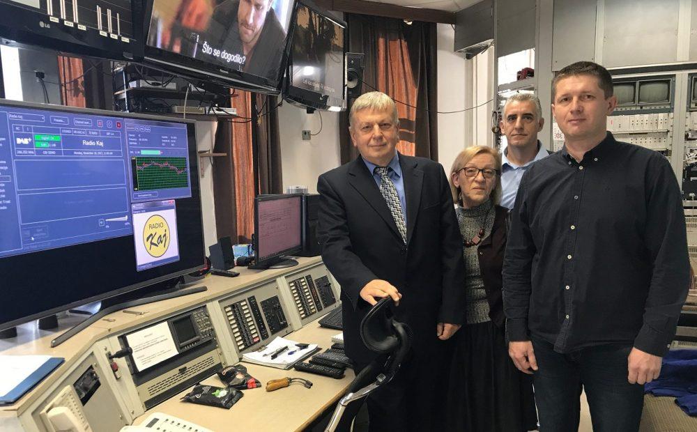 Radio Kaj je prvi put kao digitalni radio počeo emitirati program u ponedjeljak 20. studenoga 2017. godine - slika vodstva Radija Kaj u objektu OIV-a Sljeme